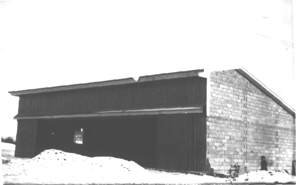 S prvním sněhem v roce 1948 byl hangár pod střechou